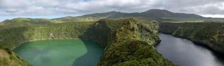 Lagoa Negra e Lagoa Comprida, Flores, Azores (10-picture composite panorama,18mm, f5.6, 1/1400s, ISO 200, PPL2-Enhanced)