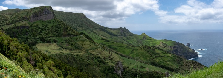 Rocha dos Bordões, Flores, Azores (3-picture panorama. 18mm, f5.6, 1/850s, ISO 200, PPL3-Altered)