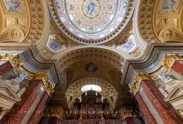 St. Stephen's Basilica, Budapest, Hungary (3-picture composite, 10mm, f4, 1/60s, ISO 1250, PPL2-Enchanced)