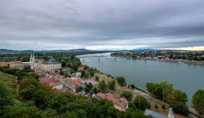 Esztergom, Hungary (10mm, f7.1, 1/150s, ISO 200, PPL1-Corrected)