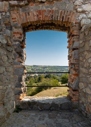 Devín Castle, Bratislava, Slovakia (16mm, f7.1, 1/320s, ISO 200, PPL1-Corrected)