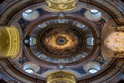St. Peter's Church, Vienna, Austria (2-picture composite, 10mm, f4, 1/60s, ISO 1600, PPL2-Enhanced)