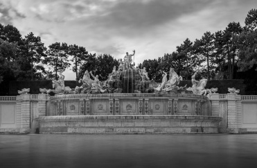 Schönbrunn Palace, Vienna, Austria (10-stop ND filter, 20mm, f18, 10s, ISO 200, PPL3-Altered)