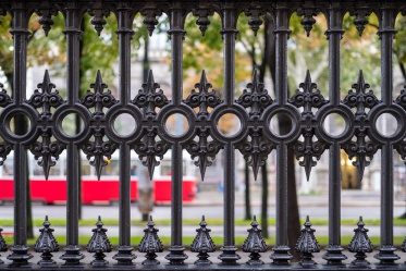 Volksgarten (People's Gardens), Vienna, Austria (35mm, f2, 1/60s, ISO 250, PPL1-Corrected)