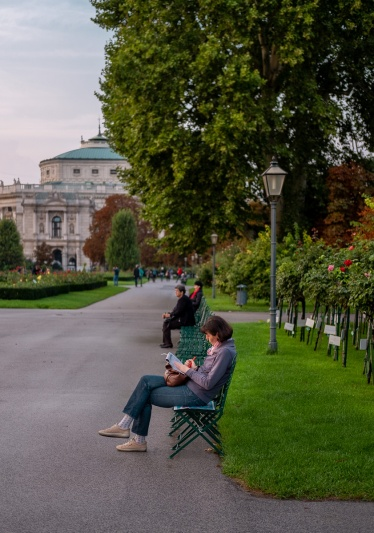 Volksgarten (People's Gardens), Vienna, Austria (2-pciture composite, 35mm, f3.2, 1/220s, ISO 200, PPL2-Enhanced)