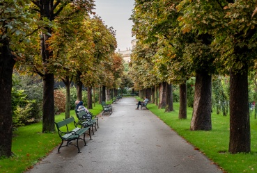 Volksgarten (People's Gardens), Vienna, Austria (2-picture composite, 35mm, f2, 1/125s, ISO 200, PPL2-Enhanced)