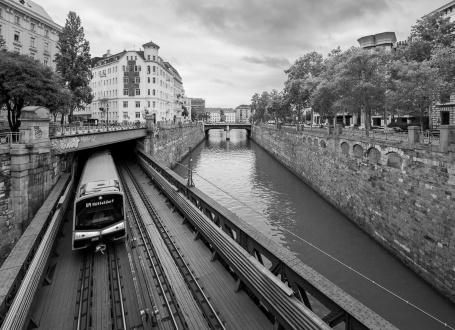 Zollamtssteg Bridge (featured on 'Before Sunrise'), Vienna, Austria (10mm, f5.6, 1/210s, ISO 200, PPL2-Enhanced)