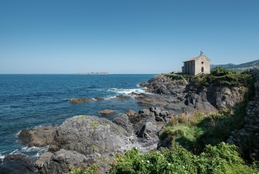 Northwest view of Hermitage of Saint Catherine, Mundaka, Spain (PPL3-Altered)