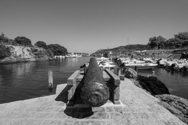 Old cannon pointing towards the Mundaka Port entrance, Mundaka, Spain (PPL3-Altered)