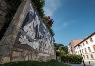 Side view of Guernica reproduction on tiled wall, Guernica, Spain (PPL3-Altered)
